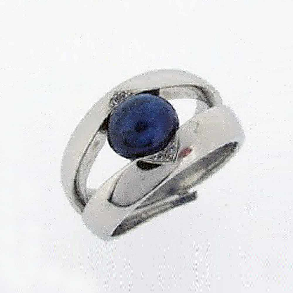 Platinum band with cabochon sapphire