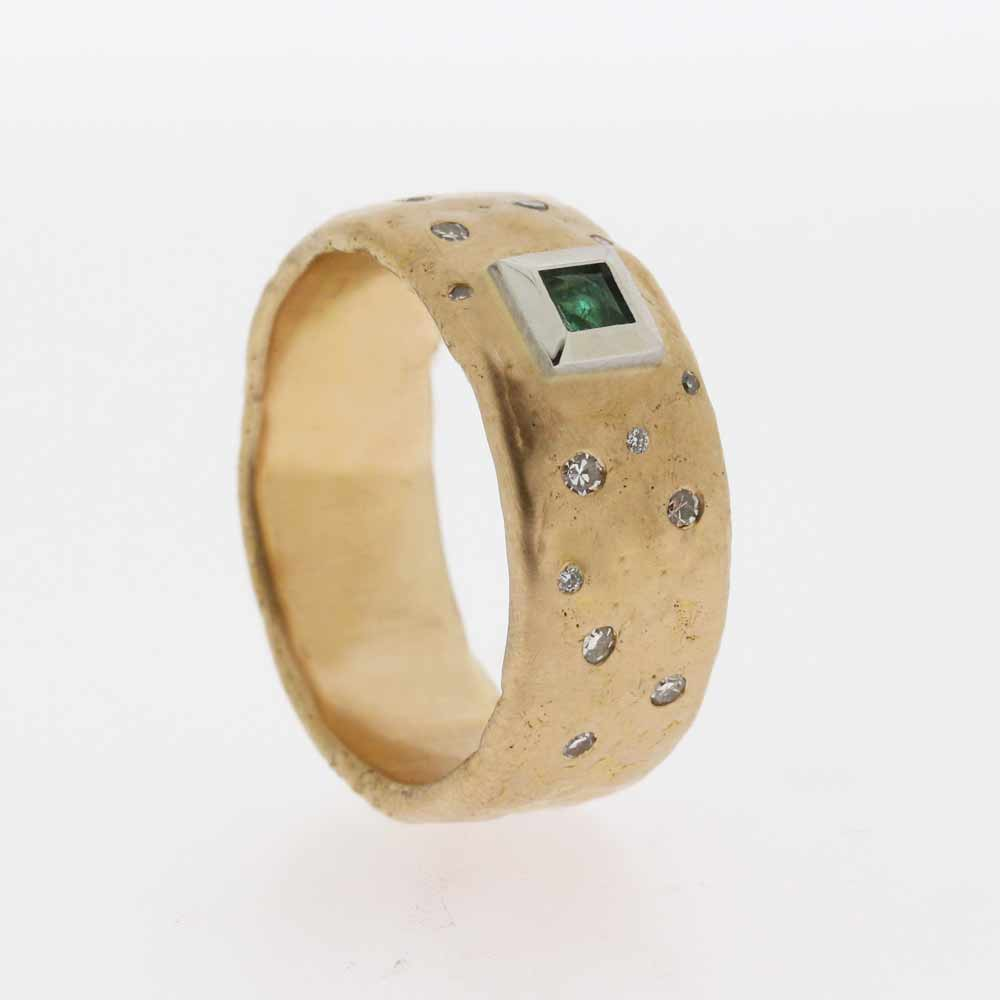 Gold band with emerald and diamonds