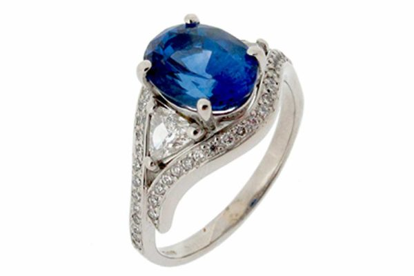Platinum sapphire ring with diamonds