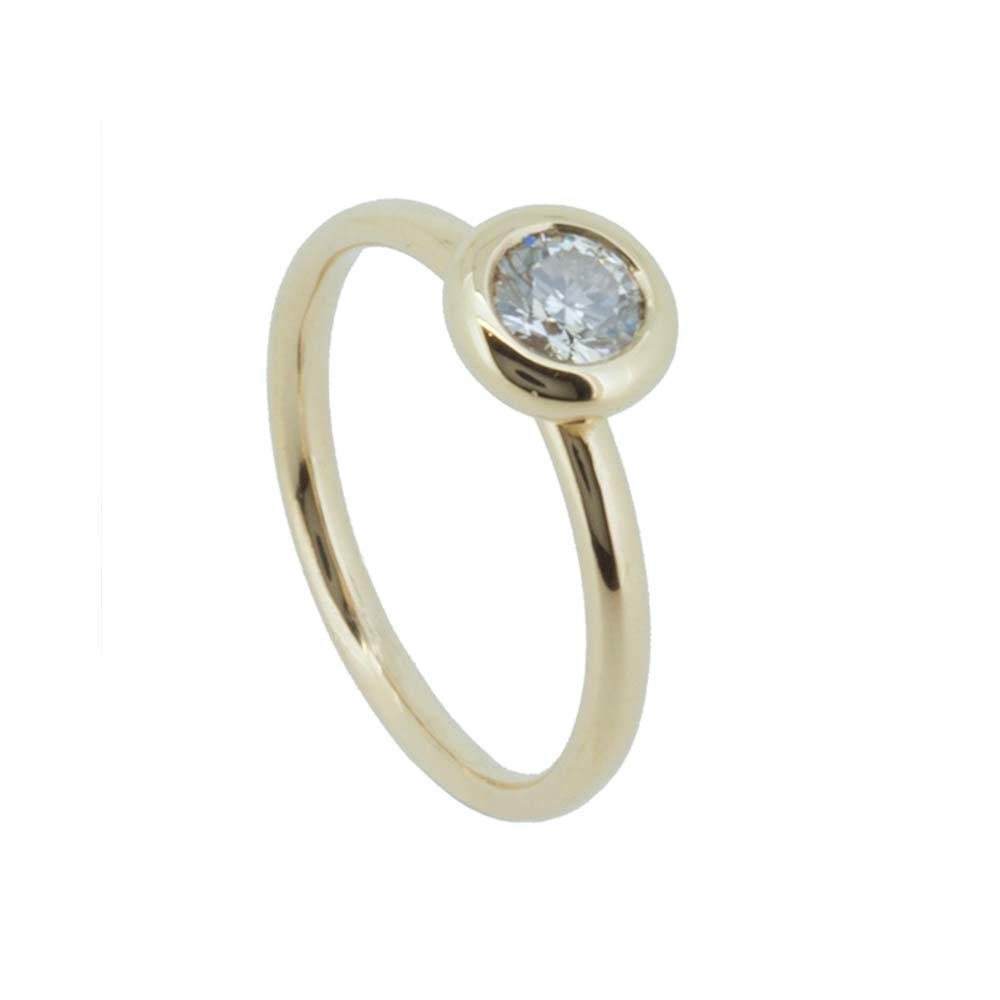 Concentric solitaire engagement ring