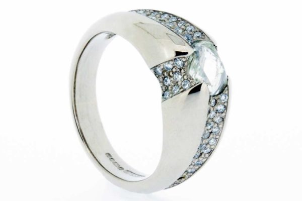 Platinum diamond ring with thread and grain detail